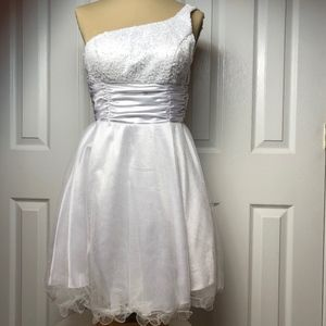Juliet White Junior Dress